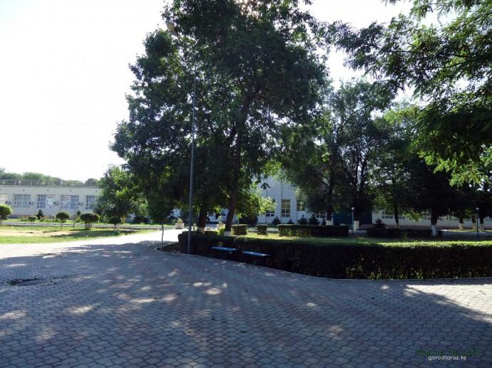 Площадка около стадиона