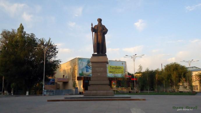 Памятник Толе би