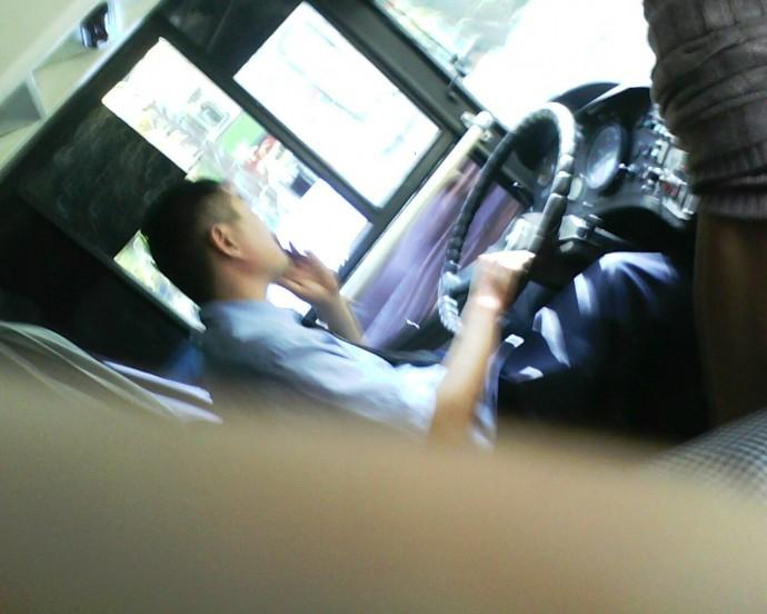 Когда же перестанут курить водители общественного транспорта!.