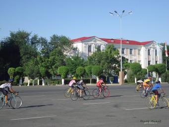 Велосипедисты выезжают на тренировку