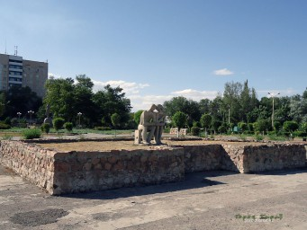 Статуя Влюблённая парочка