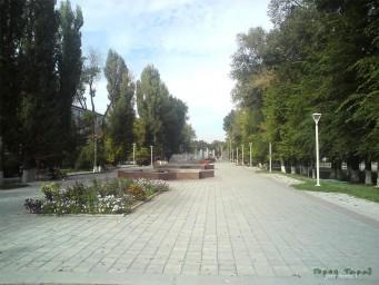 Аллея с фонтанами по ул. Желтоксан