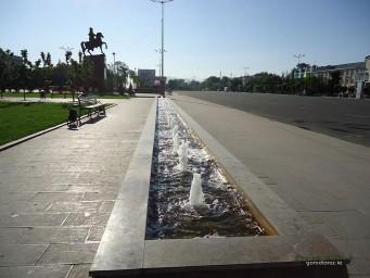 Новый фонтан на площади